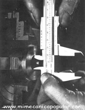 Para medir diámetros, debe sostenerse el calibrador a escuadra con el trabajo. Tome más de una lectura para recudir los errores a un mínimo